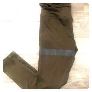 Pants - Shiny leggings with hippy cutout & black stripe M